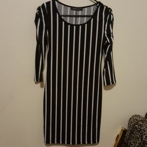 Dresses & Skirts - Stripped party dress